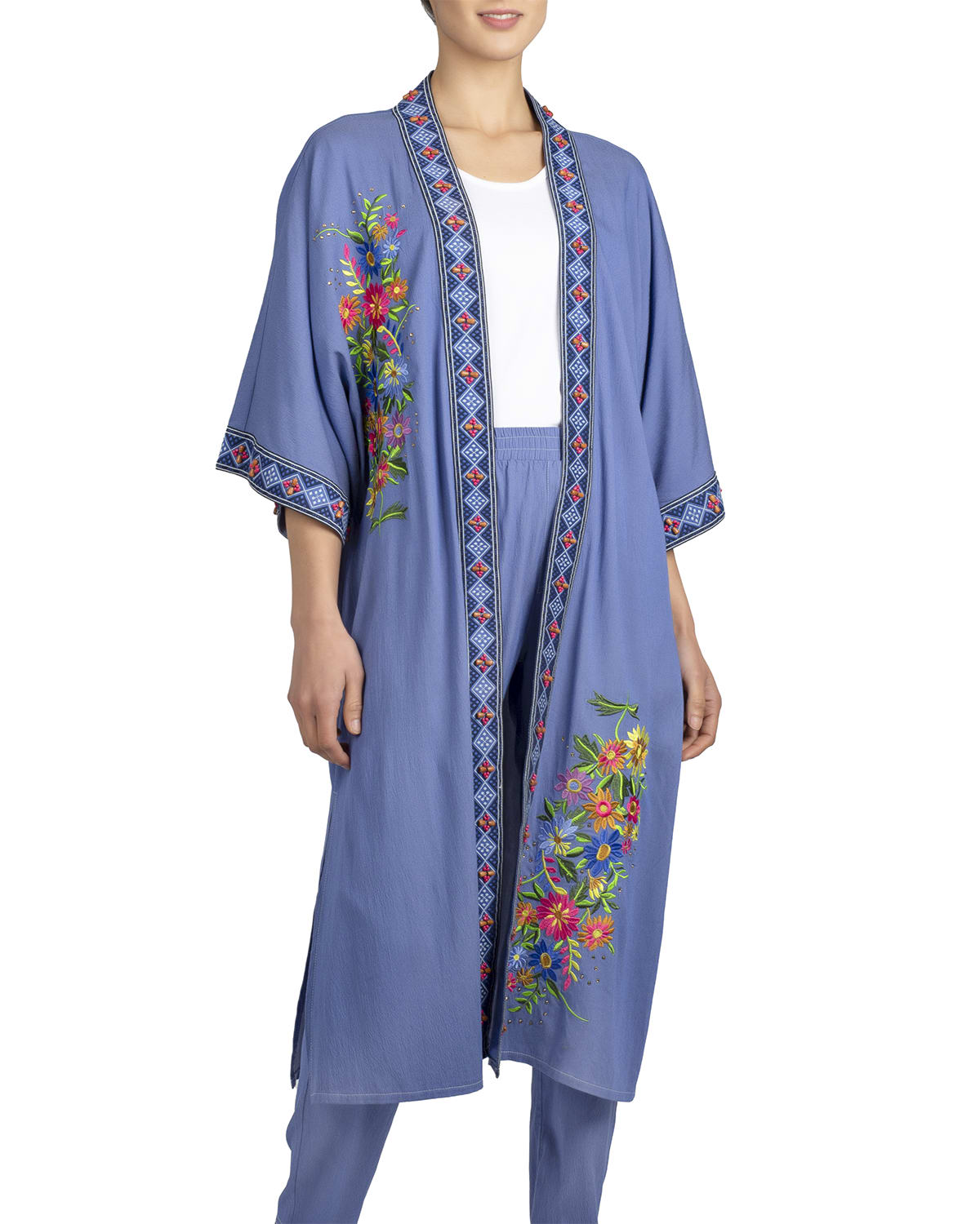 Chic and Relaxed Floral Embroidery Kimono